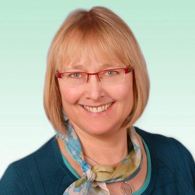 Portraitfoto von Ulrike Dewers.