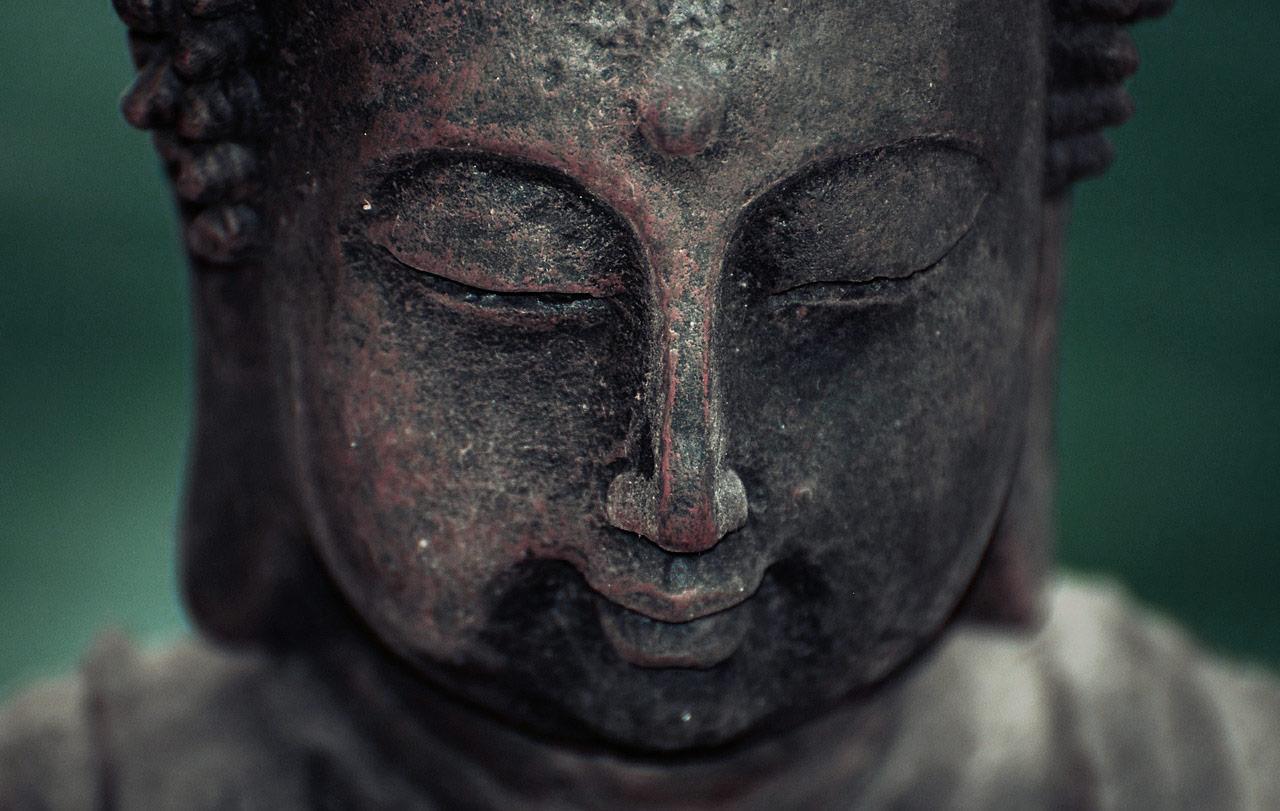 Eine Darstellung von Buddha aus Bronze