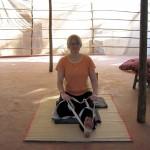 Eine Frau macht Yoga-Übungen